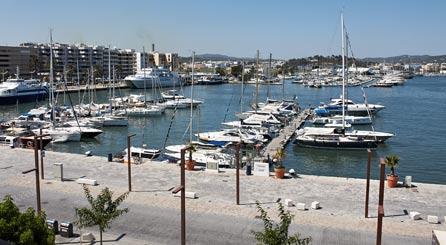 Hostal barato en el puerto marítimo, casco antiguo y centro de ibiza. Reservar Hotel económico ibiza